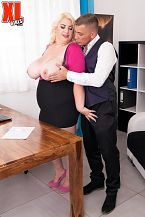 Kiki Rainbow Acquires Fucked By Her Attorney